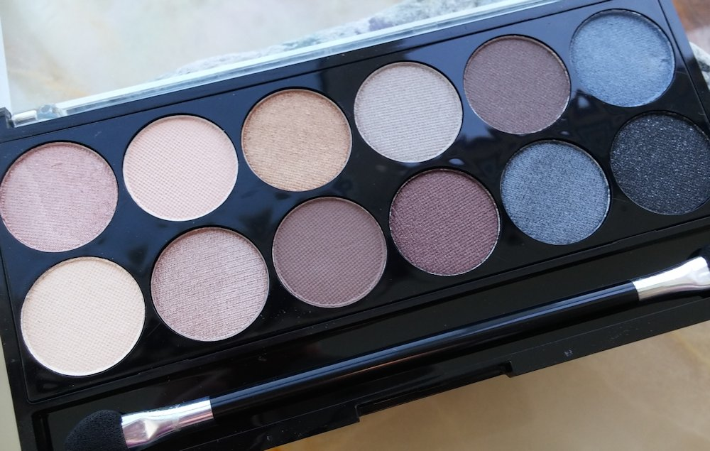 August-Glossybox-review-and-contents MUA  Hall of Fame eyeshadow palette www.xloveleahx.co.uk