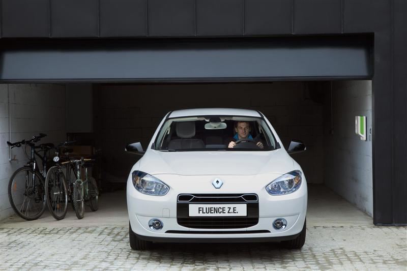 صور سيارة رينو فلوانس Z.E 2013 - اجمل خلفيات صور عربية رينو فلوانس Z.E 2013 - Renault Fluence Z.E Photos Renault-Fluence_Z.E_2012_800x600_wallpaper_10.jpg