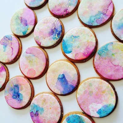 9. Watercolor and Gold Spatter Cookies
