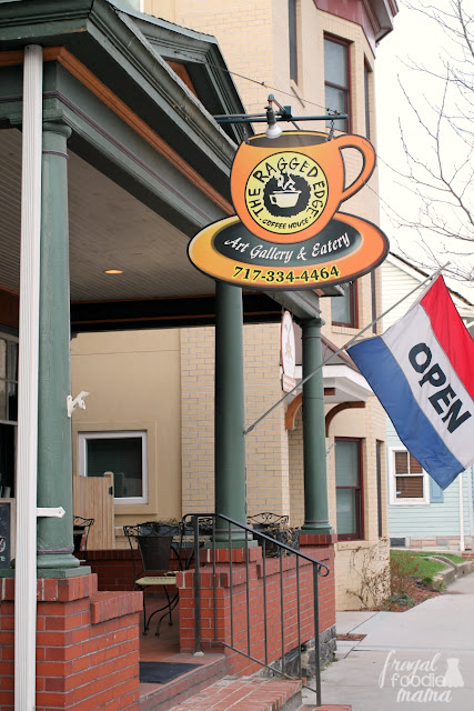 The Ragged Edge Coffee Shop in Gettysburg provides a full breakfast and lunch menu making it perfect for a quick breakfast stop before heading out to explore the battlefield.