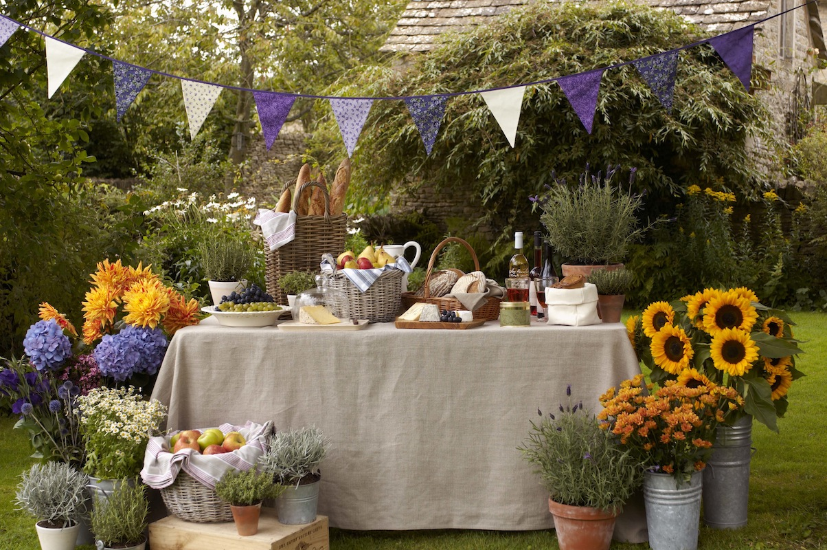 Outdoor Engagement Party Decoration Ideas