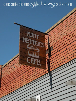 Aunt Netter's cafe outdoor sign