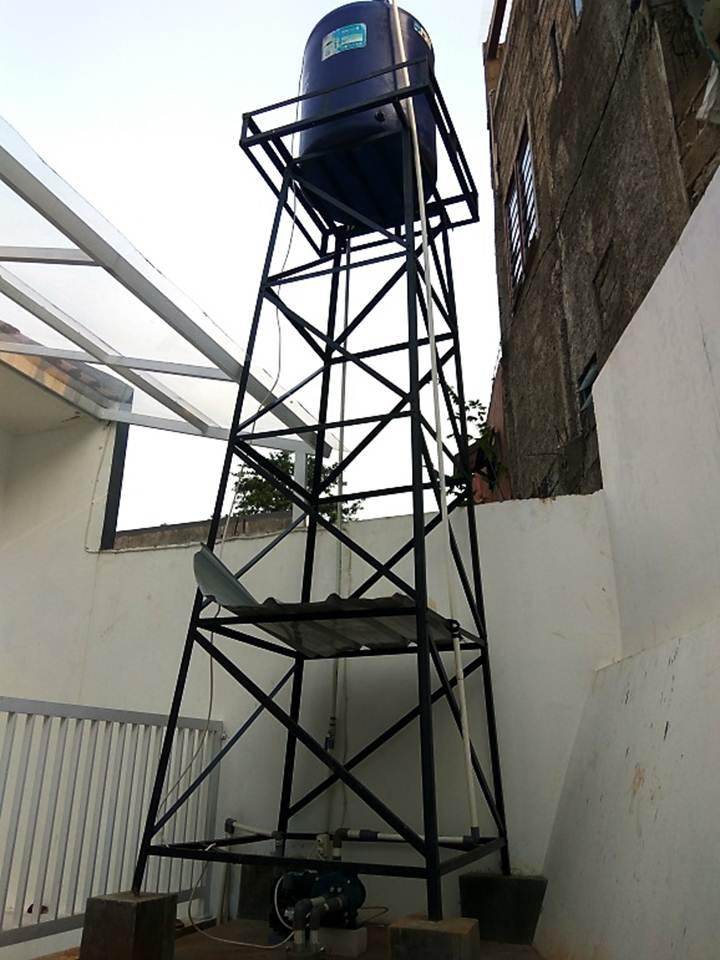 Besi Tower Toren Air Pada Belakang Rumah Tempat Torren Air yang Kokoh dan Kuat