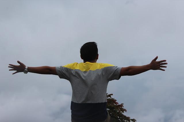 http://www.anakkos.net/2016/11/berteman-kabut-nan-syahdu-di-dataran.html