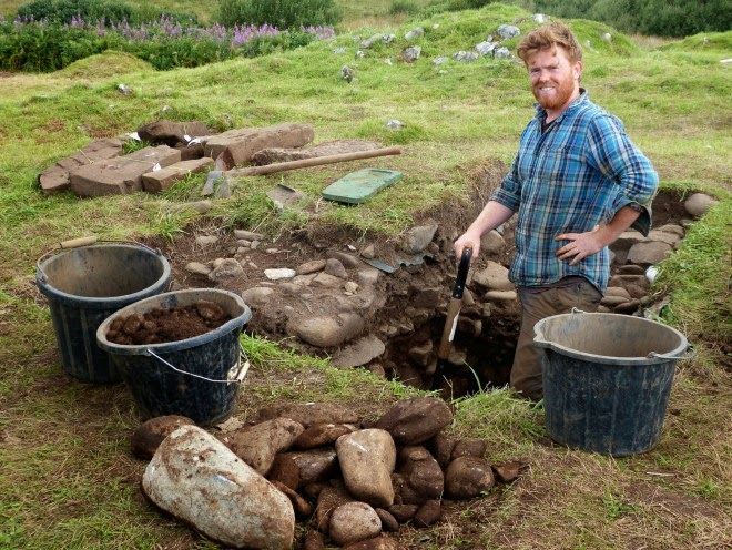 Bronze Age burial cist unearthed in Scotland