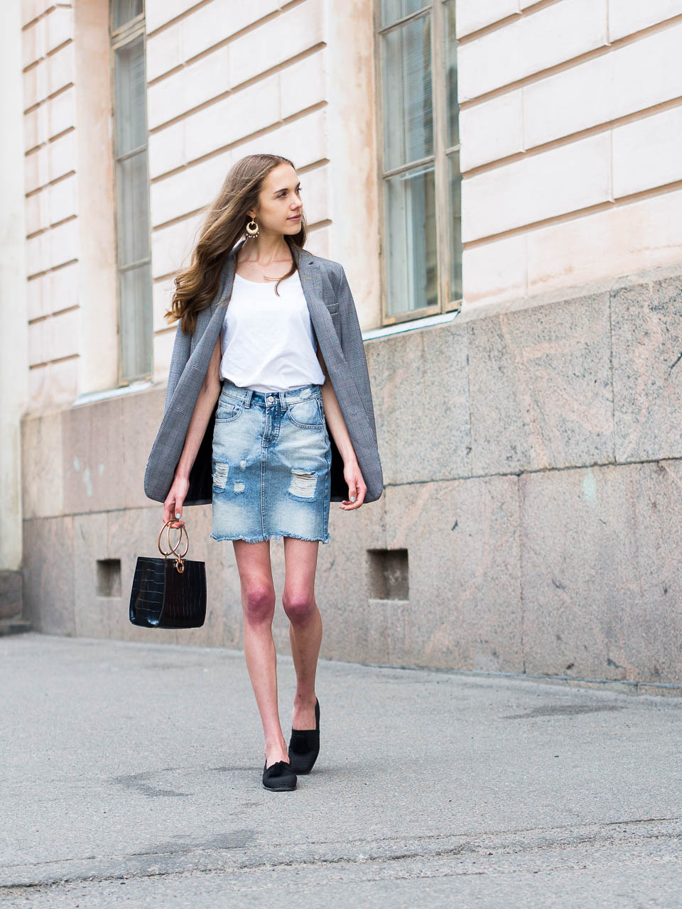 denim-skirt-summer-outfit