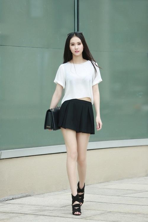 cách phối đồ với áo thun và chân váy ngắn