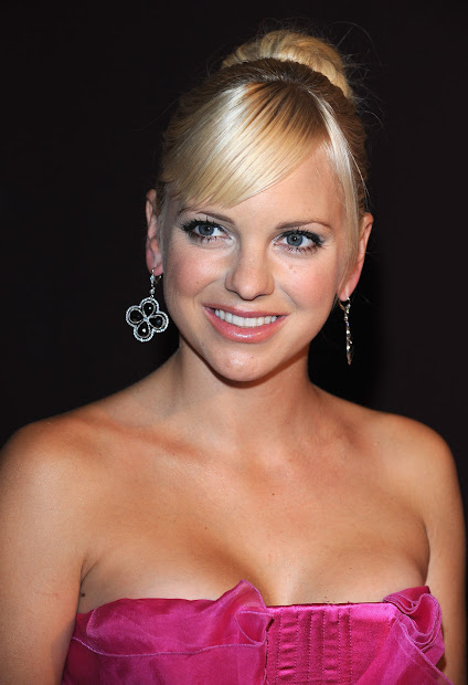 Anna Faris Hot And Sexy Snaps Wallpapers World
