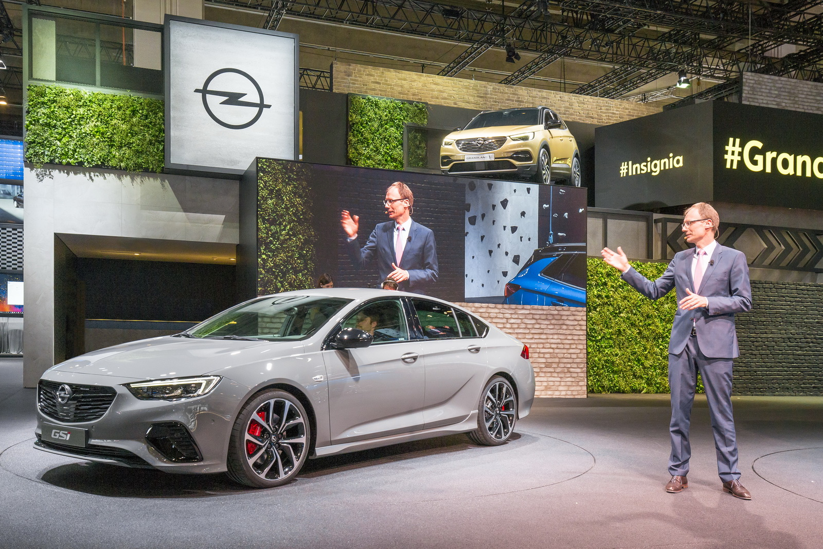 new grandland x to become opel s first plug in hybrid. Black Bedroom Furniture Sets. Home Design Ideas