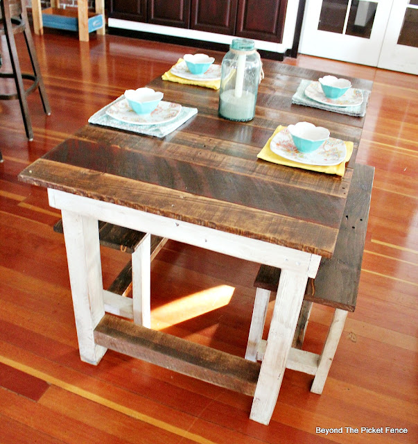 pallets, farmhouse, kitchen table, reclaimed wood,  http://goo.gl/z9bPYj