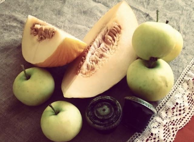 http://zielonekoktajle.blogspot.com/2016/08/melon-papierowki-sok-z-trawy.html