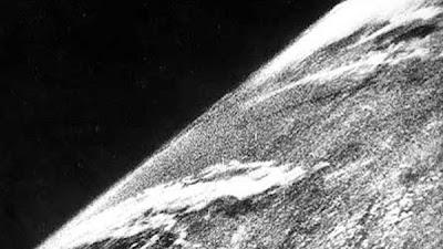 La primera foto de la tierra vista desde el espacio