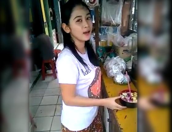 Video Cewek Cantik Penjual Es Buah Yang Jadi Viral