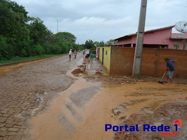Forte chuva em Pedro II alaga algumas casas nesta segunda-feira