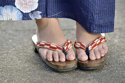 Sandals and pretty feet of a young girl in yukata.