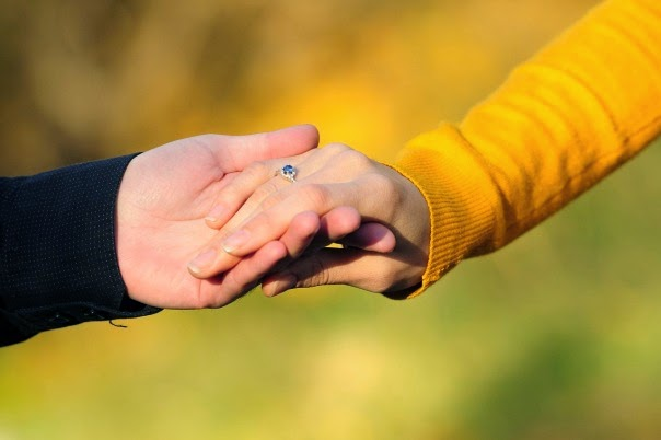 Romantic pictures of lovers holding hands | Picture HD
