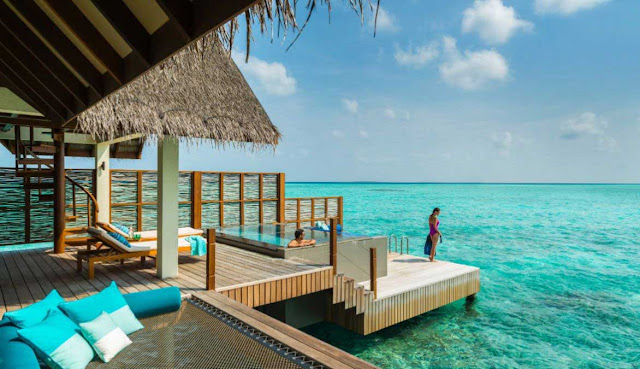 Romantic-Hotels-in-The-World-honeymoon-hotel-four-seasons-maldives