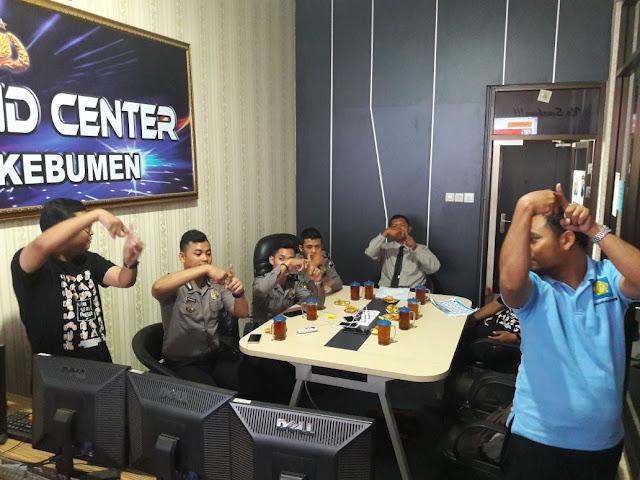 Asik, Polres Kebumen Latihan Bahasa Isyarat