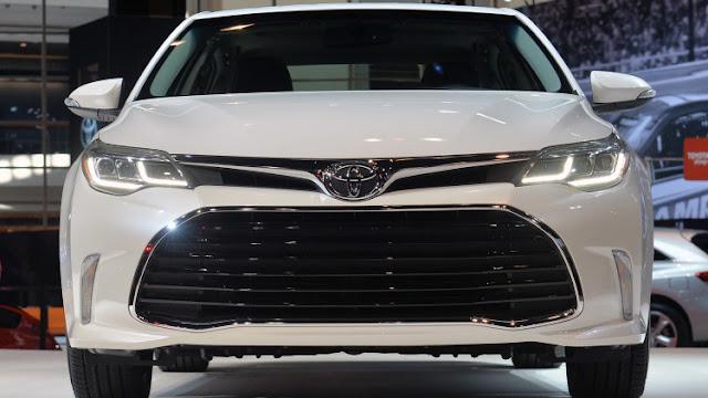 Toyota Avalon 2016 hiện đang bán với 3 phiên bản: XLE và XLE Plus, XLE Premium