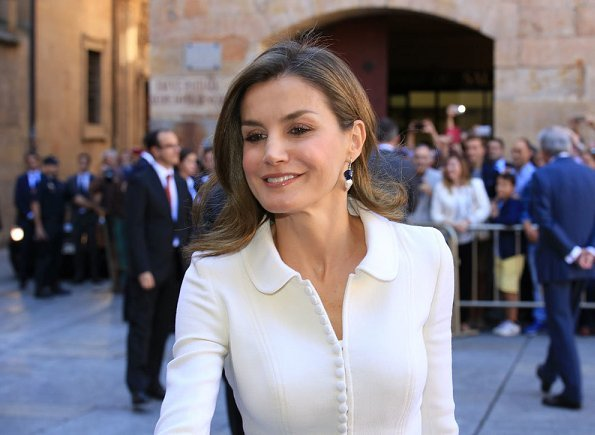 Queen Letizia wore Felipe Varela coat and skirtsuit, Coolook Jewelry earrings, Lodi suede pumps and carried Felipe Varela clutch bag.