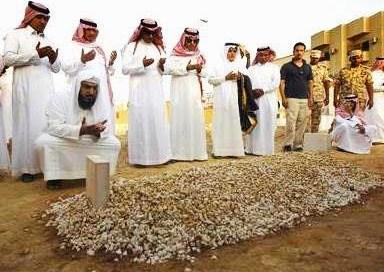 Doa Di Samping Kubur Menurut Az-Zahabi