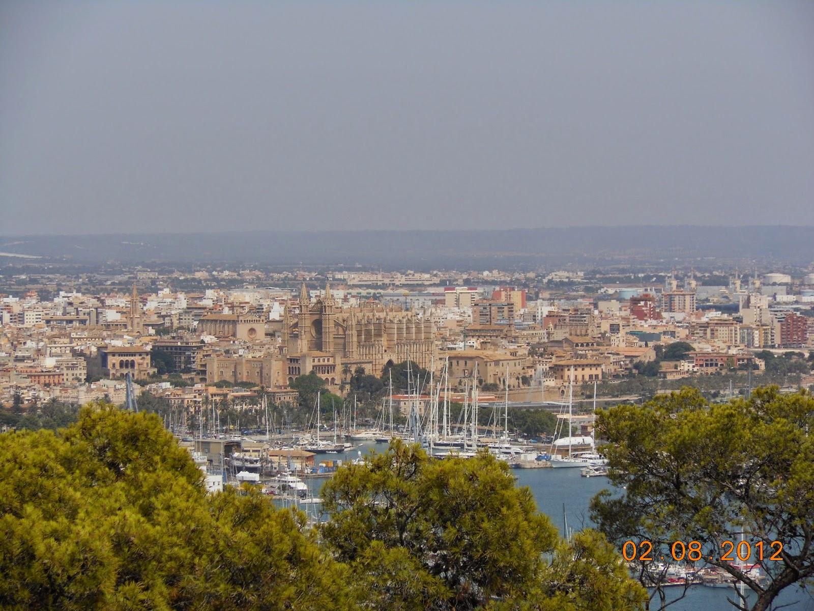 Vista do Castelo Bellver para a Catedral de Santa María de Palma de Mallorca - Espanha