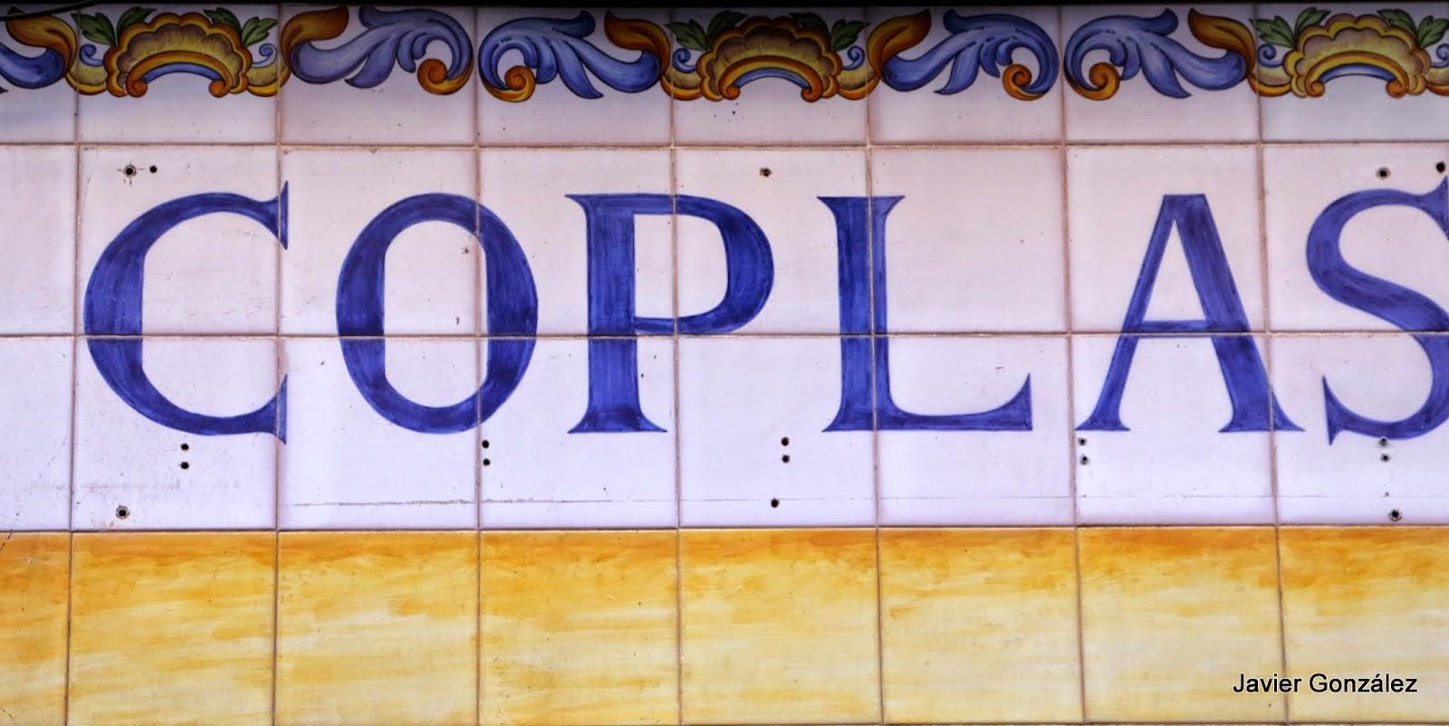 Tienda de discos. Azulejos pintados en fachada. Marques de Santa Ana