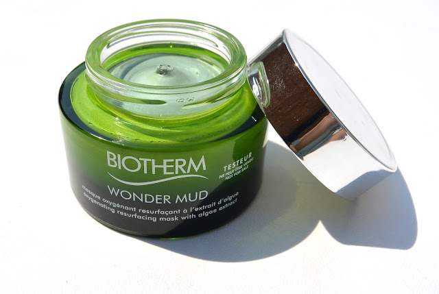 wonder mud mask is a mask by Biotherm that provides the skin from extra radiance