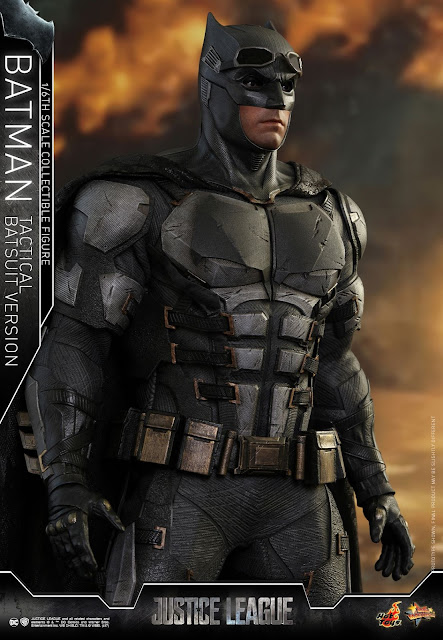 osw.zone Hot Toys 1 / 6. Scale Justice League Batman (Tactical Batsuit Version) 12-inch collector figure
