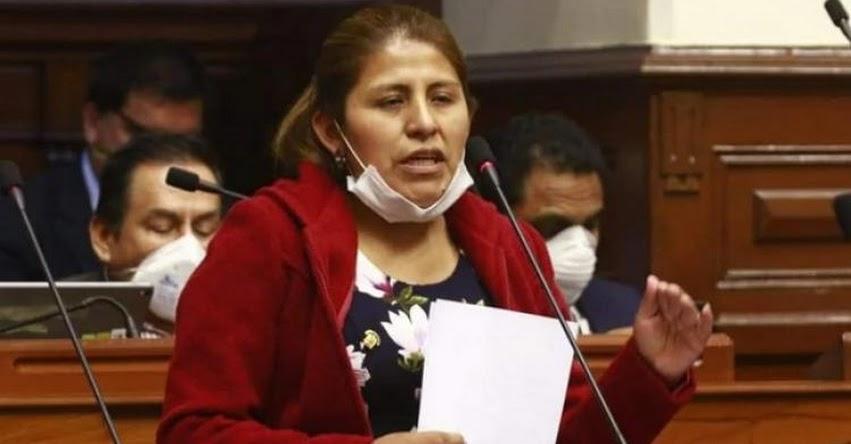 Congresista Yessica Apaza pide reconsiderar denegatoria de licencia de universidad en la que estudió, durante interpelación al ministro de Educación