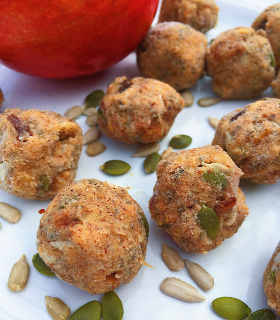 Caramel apples in snack form? Yes please! These #glutenfree and #vegan energy balls are #healthy, #nobake and taste like dessert.