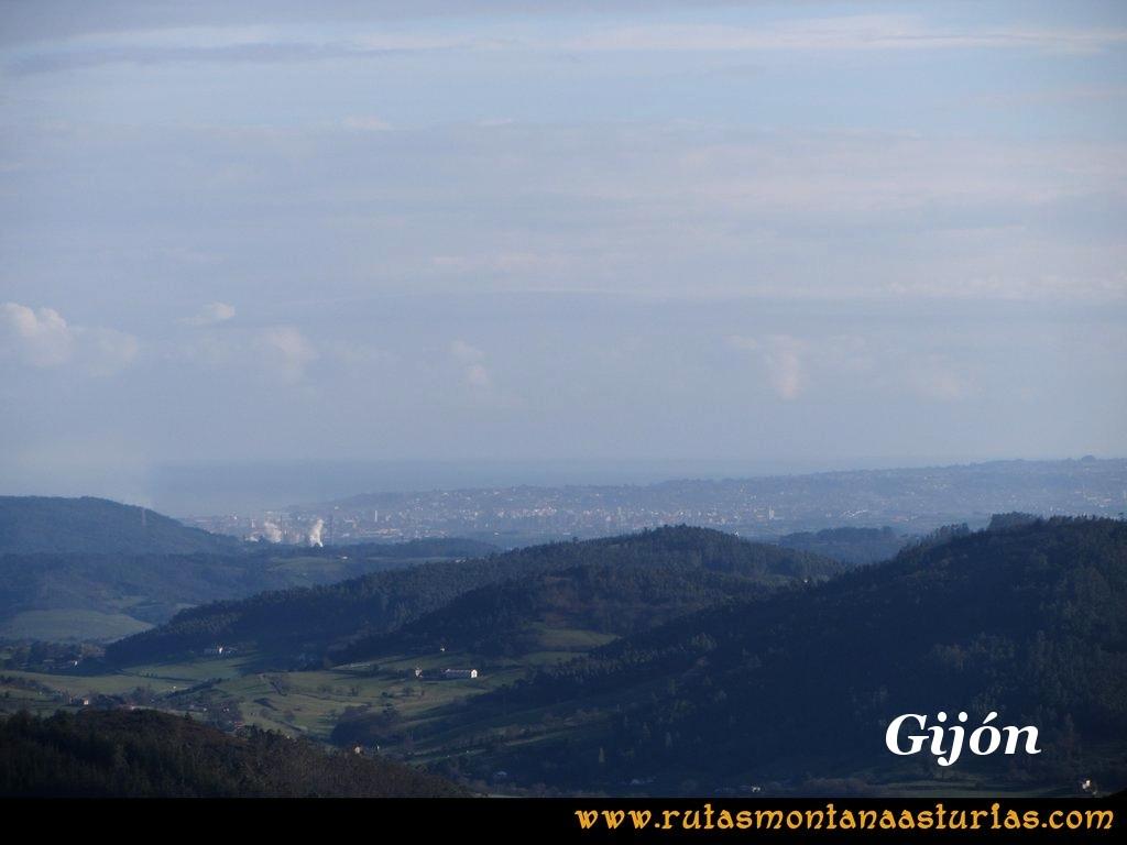 Ruta Sierra Bufarán, picos Degollada o Grande y Cotera: Vista de Gijón