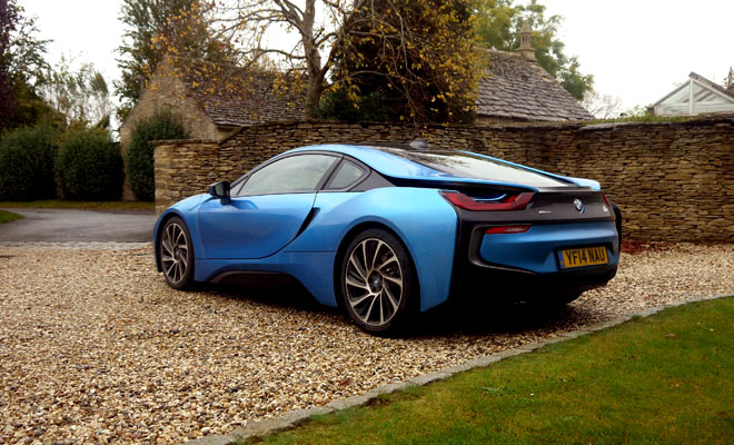 BMW i8 rear side view