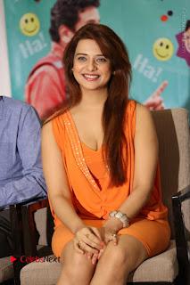 Actress Saloni Aswani Pos in Short Dress at Meelo Evaru Koteeswarudu Movie Interview  0138.JPG