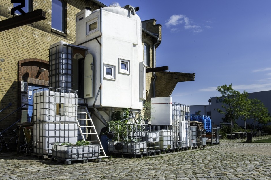 11-Temporary-space-for-the-home-Jan-Körbes-REFUNC-Recycled-Silo-Tiny-Home-Architecture-www-designstack-co