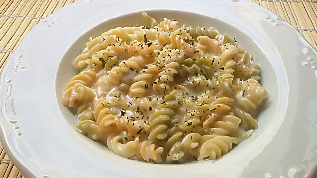 Macarrones con salsa roquefort suave