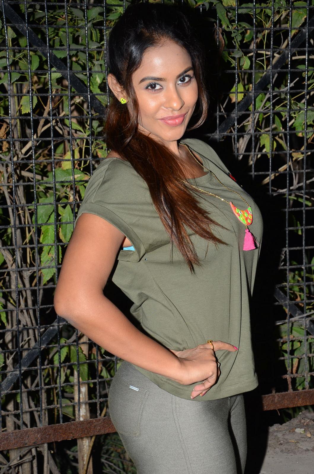 sri reddy latest sizzling pics-HQ-Photo-11