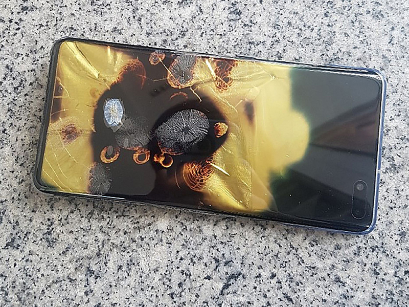 "Samsung says internal glitch not a cause of ""burnt"" Galaxy S10 5G phone"