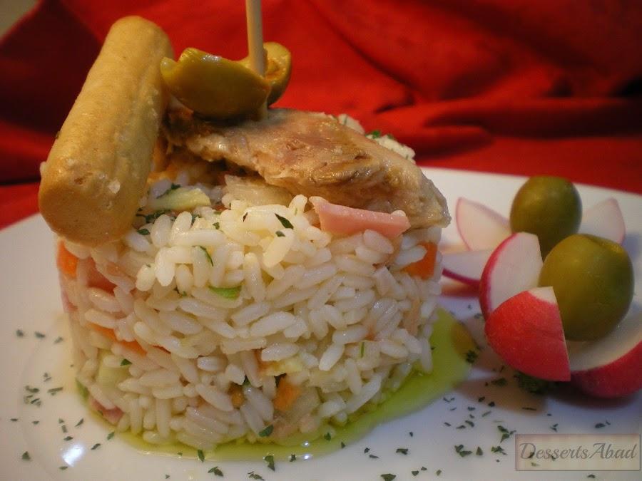 Ensalada de arroz frito con verduras