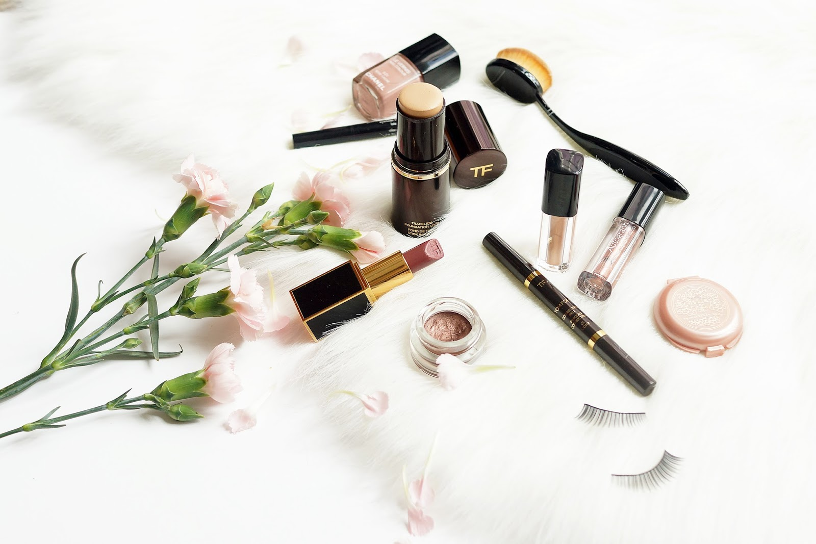 beauty-flatlay-high-end-makeup-date-night-tutorial