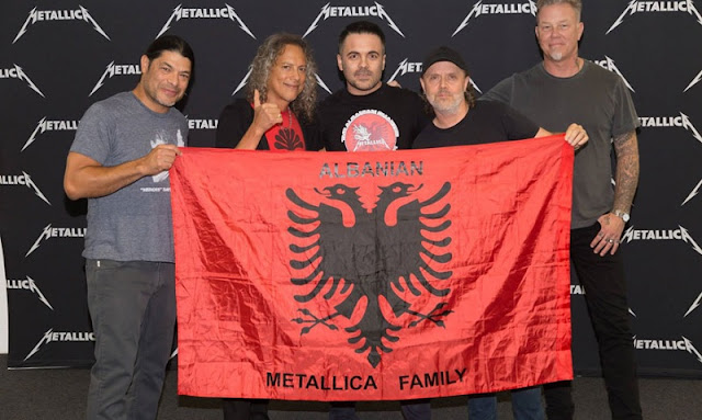Metallica posing with the Albanian flag