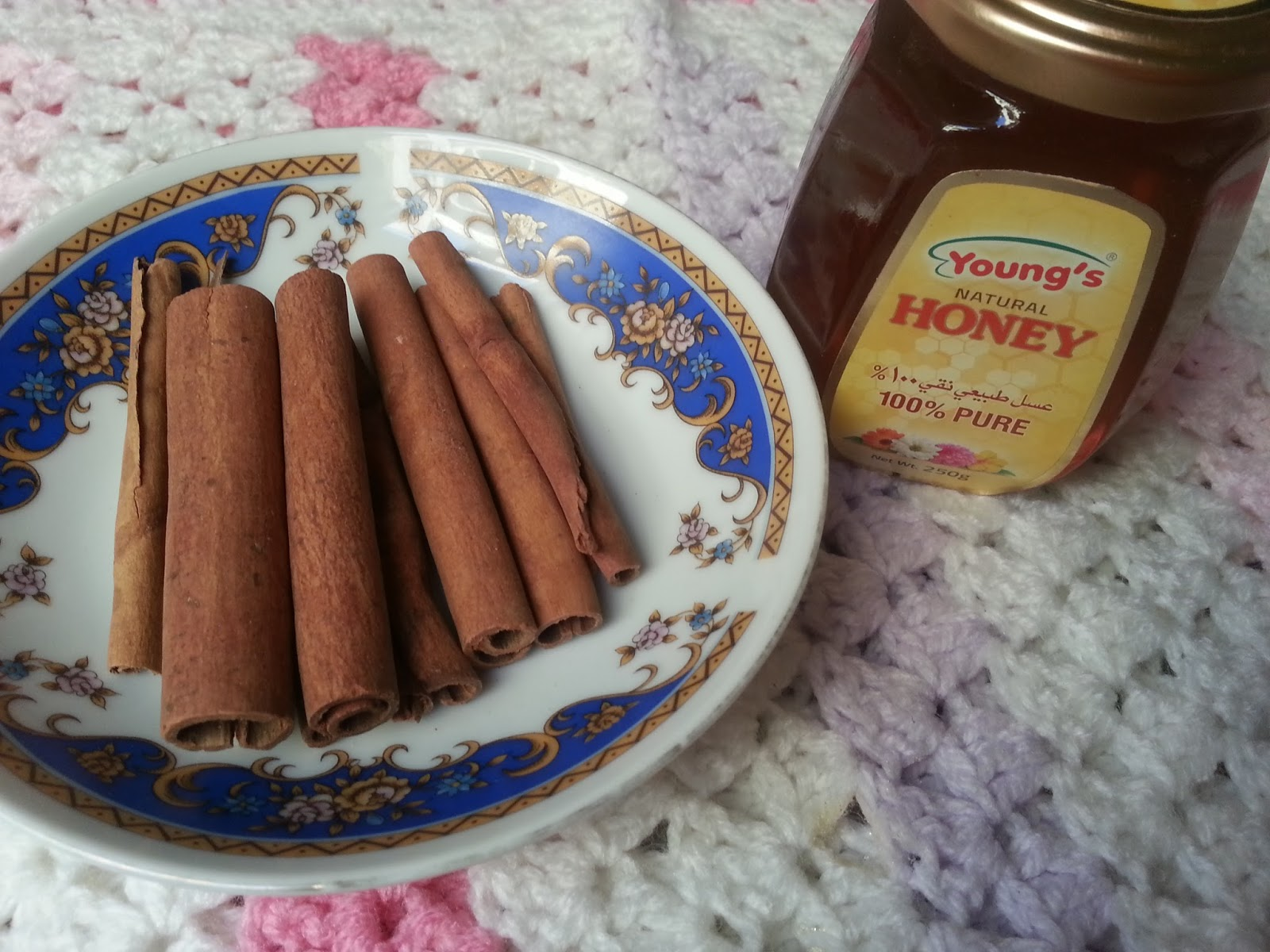 Cinnamon Powder and Honey Mask for Combination skin type