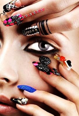 Diseño de uñas para mujeres  atrevidas y a la moda.
