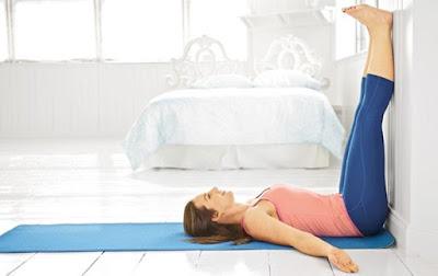 Tập yoga giúp tăng cân với tư thế dựa tường