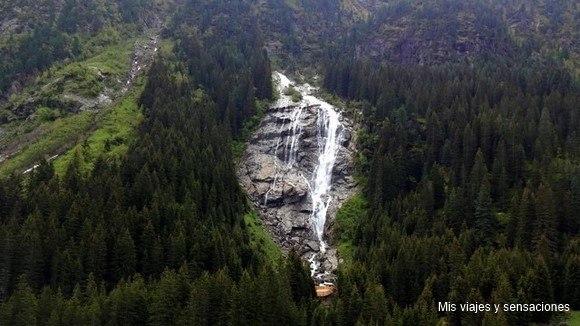 El valle de Stubai, cascada Grawa, Tirol, Austria