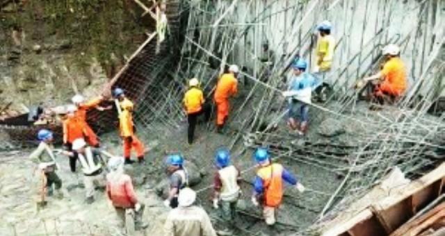 Astaga...!!! Puluhan Pekerja PT. Wika Kena Bencana Jembatan Ambruk