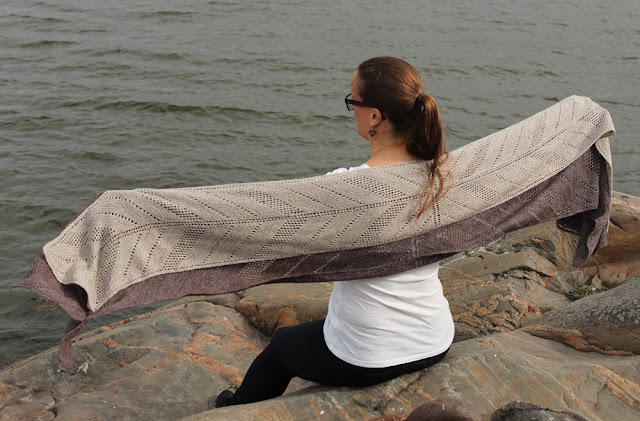 Kaiku Wrap in two sizes designed by Katrine Birkenwasser in Lanitium ex Machina yarn