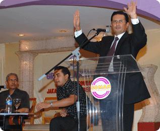 Fadel Muhammad, Gubernur Gorontalo saat Launching Soman 1 di Hotel Borobudur Jakarta 2008