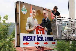 Mesut Özil'in Memleketindeki O Tabela Değişti