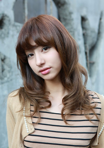 beautiful long wavy hairstyle
